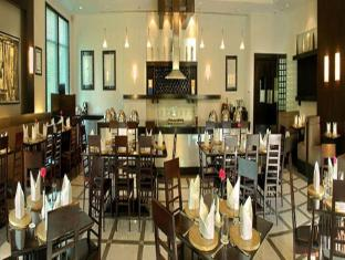 The Palms Town & Country Club New Delhi and NCR - Restaurant
