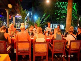 Time n Tide Beach Resort Hikkaduwa - Food, drink and entertainment