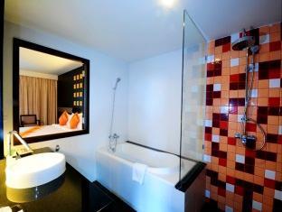 Crystal Palace Hotel Pattaya Pattaya -  Deluxe Bathroom