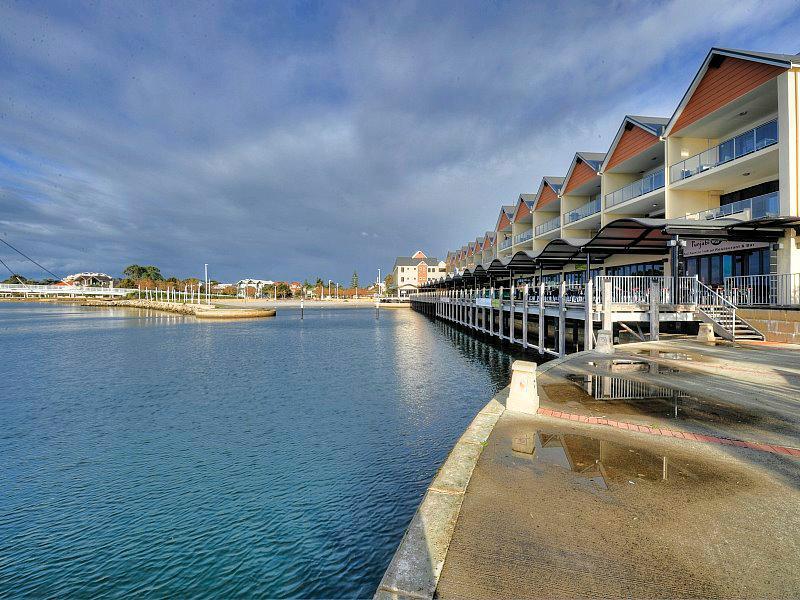 Quality Suites Crest Mandurah - Hotell och Boende i Australien , Mandurah