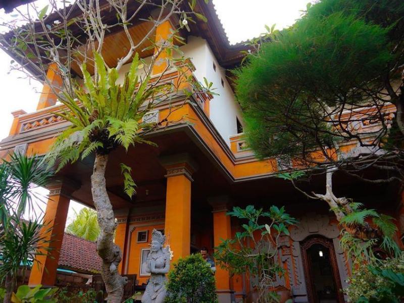 Desak Putu Putera Homestay באלי