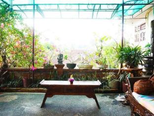 Desak Putu Putera Homestay Bali - Balkon/Teras