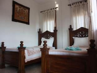 Teba House Ubud Guest House Bali - Deluxe Twin Bed Room