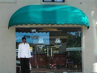 Indra Regent Hotel Colombo - Hotel Entrance