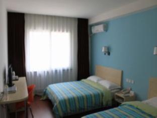Super 8 Hotel Jilin Dajie - More photos