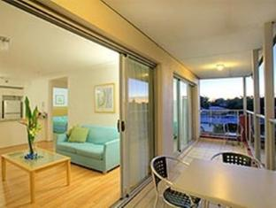 Shoal Bay Beachclub Apartments
