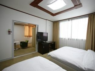 B Station Hotel - Room type photo