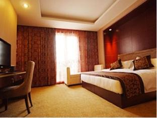 Super 8 Hotel Tianjin Guomin - More photos