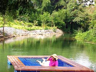 Watermill Resort Khao Yai - Relaxing on the water