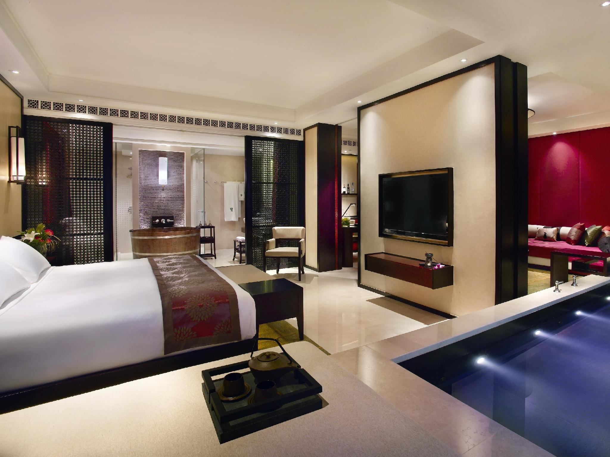 Endless Summer Specials - Cotai Pool Suite King