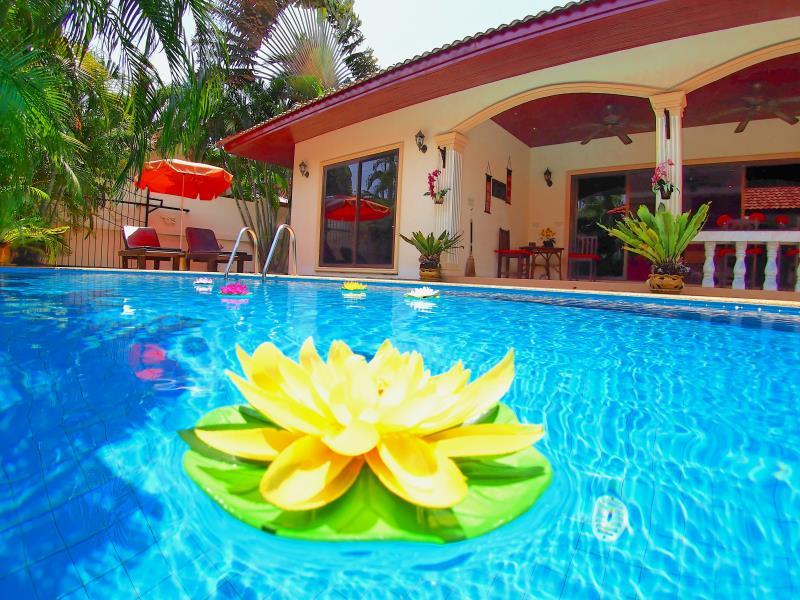 Coconut Paradise Villas - Hotels and Accommodation in Thailand, Asia