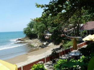Bunga Ayu Bungalows & Restaurant 邦加阿玉平房及餐厅酒店
