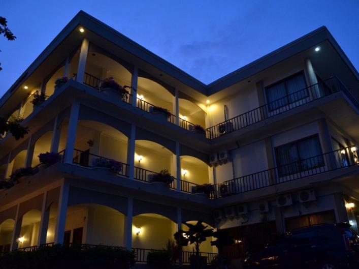 Hotell Mansinam Beach Resort Hotel