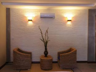 Frangipani Fine Arts Hotel Phnom Penh - Sitting Area