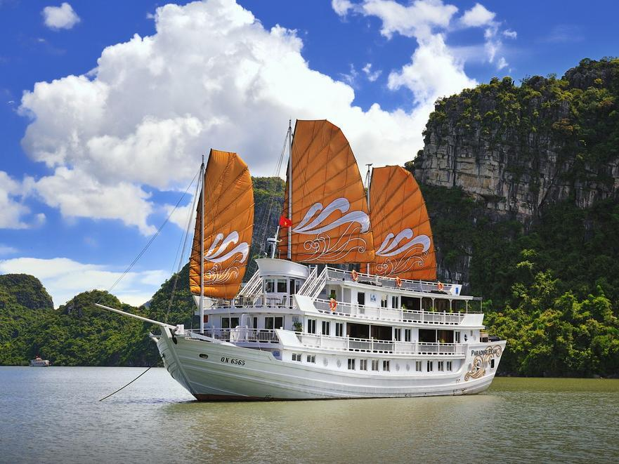 Paradise Peak Cruise - Hotell och Boende i Vietnam , Halong
