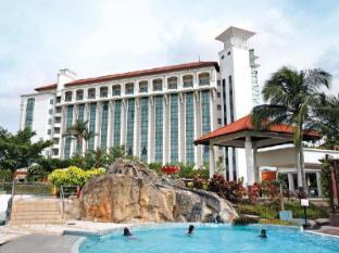 Nilai Springs Resort Hotel - 4 star located at KLIA2