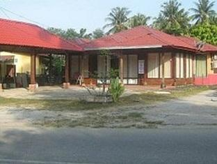 Tuai Alam Guesthouse - 2 star located at Pantai Cenang