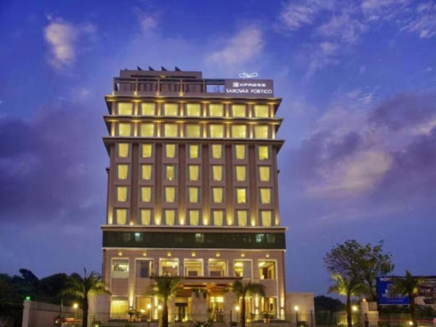 Express Sarovar Portico Hotel - Hotell och Boende i Indien i Faridabad
