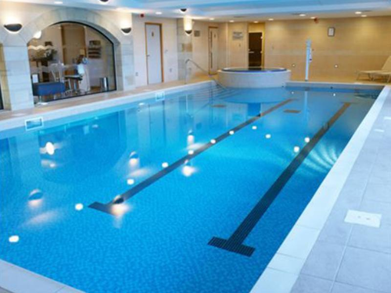 Al Bustan Tower Hotel Suites - Swimming Pool