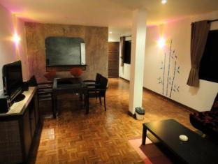 Cocco Resort Pattaya - King Suite Room - Living Room