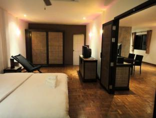 Cocco Resort Pattaya - King Suite Room - Bedroom