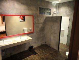 Cocco Resort Pattaya - King Suite Room - Bathroom