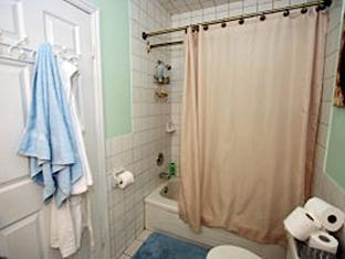 Sage Wellness Hostel - Women Only Toronto (ON) - Bathroom