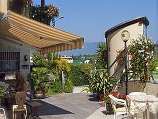 Hotel Pension Alexandres Appiano sulla Strada del Vino - Hotel Exterior