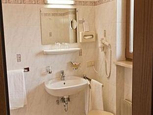 Hotel Pension Alexandres Appiano sulla Strada del Vino - Bathroom