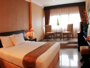 Danau Toba Hotel International Медан - Вітальня