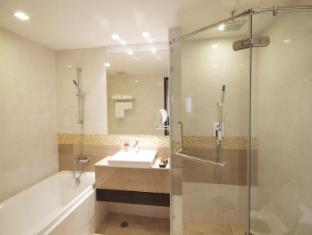 Amora NeoLuxe Suites Bangkok - Bathroom