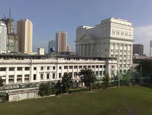 Toilena Room and Board Manila - Surroundings - De Lasalle University