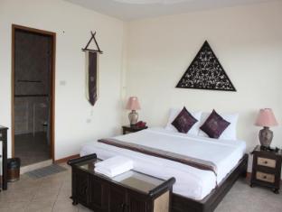 Chang Charlie Inn Pattaya - Superior Room