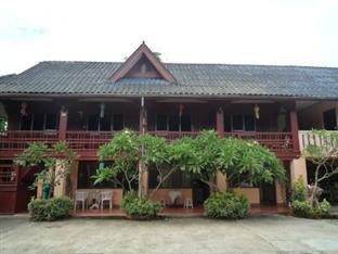 Baan Rujira Tak - Hotel Exterior