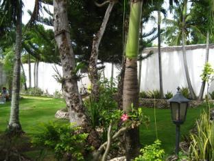 Marina Village Beach Resort Cebu - Garden