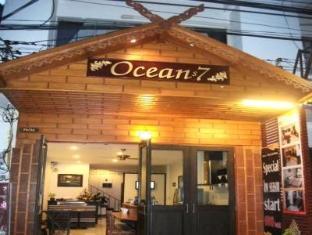 Oceans 7 Beach Guesthouse Pattaya - Hotellet från utsidan