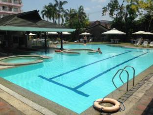 Wild Orchid Resort Angeles / Clark - Swimming Pool
