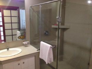 Wild Orchid Resort Angeles / Clark - Bathroom