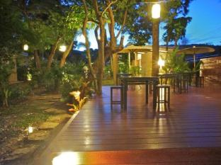 Dacha Resort Phuket - Open space