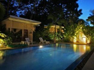 Dacha Resort Phuket - Pool area