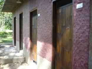 Bambua Nature Cottages Puerto Princesa City - Long House Common Bathroom