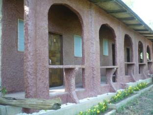 Bambua Nature Cottages Puerto Princesa City - Long House Exterior