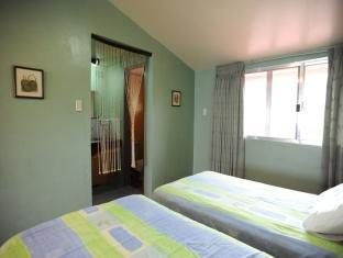 Pura Vida Bahay Bakasyunan Tagaytay - Villa - Family Room