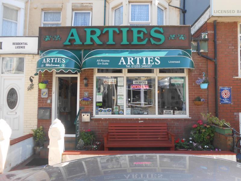 Arties Hotel - Blackpool