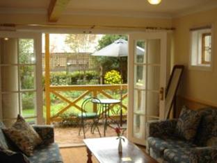 Possum Creek Lodge Perth - French doors on to the balcony