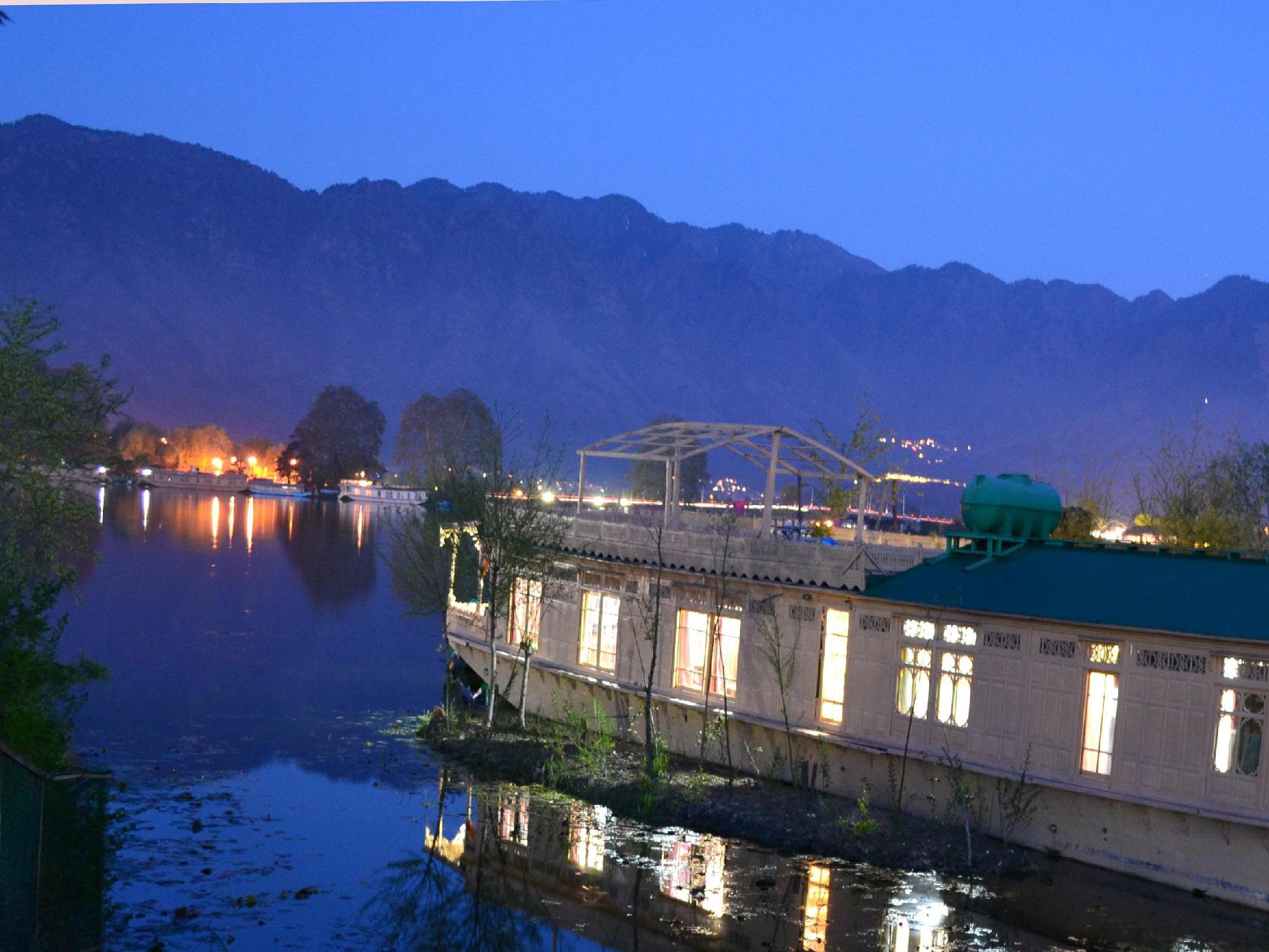 Peacock Houseboats - Srinagar