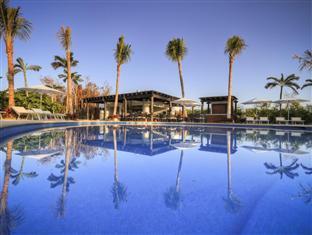 Ocean Breeze Boutique Riviera Maya Cancun - Pool and Restaurant