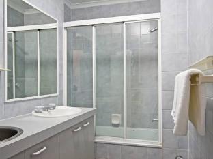 Crystal Beach Holiday Apartments Gold Coast - Bathroom