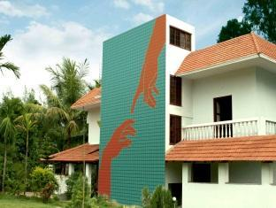 Almond Shades Hotel - Hotel and accommodation in India in Pondicherry