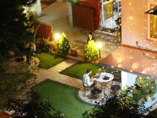 Hotel Blue Horizon Kathmandu - Garden Night View